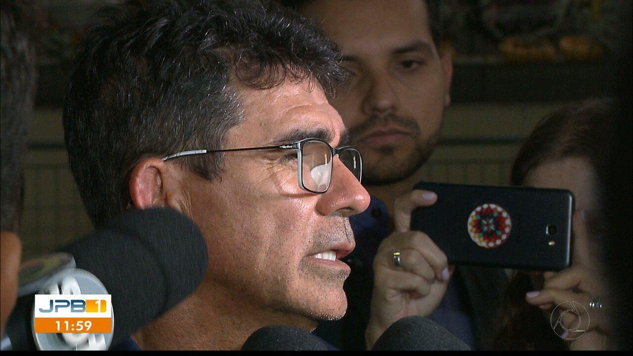 Pai de Gabriel Diniz afirmou que o cantor fretou o avião para chega mais rápido a Maceió