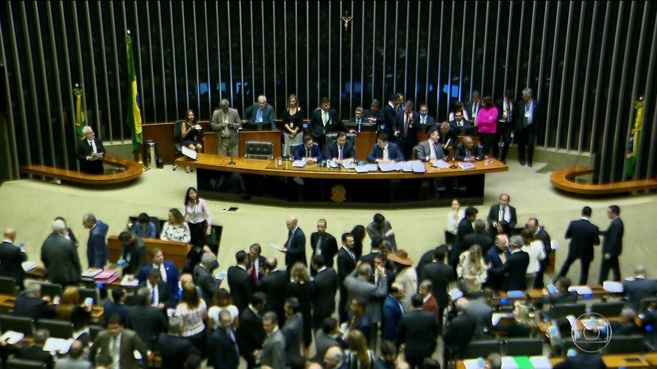 Deputados fazem mutirão para votar MPs que vão perder a validade