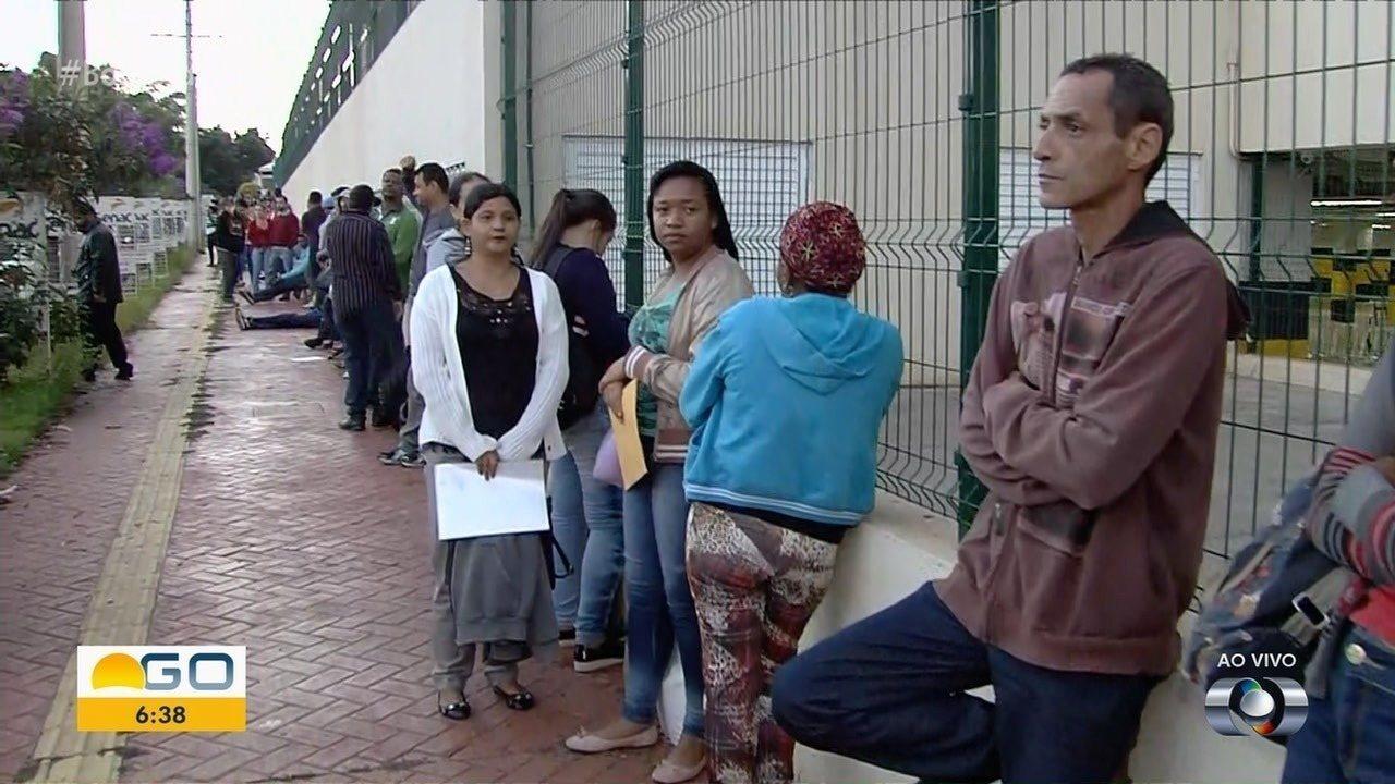 Espera em fila por vaga de emprego passa de 17h, em Goiânia