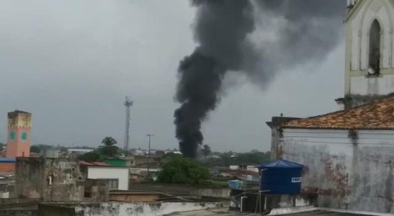 Fumaça de incêndio em estabelecimento comercial na Levada, em Maceió