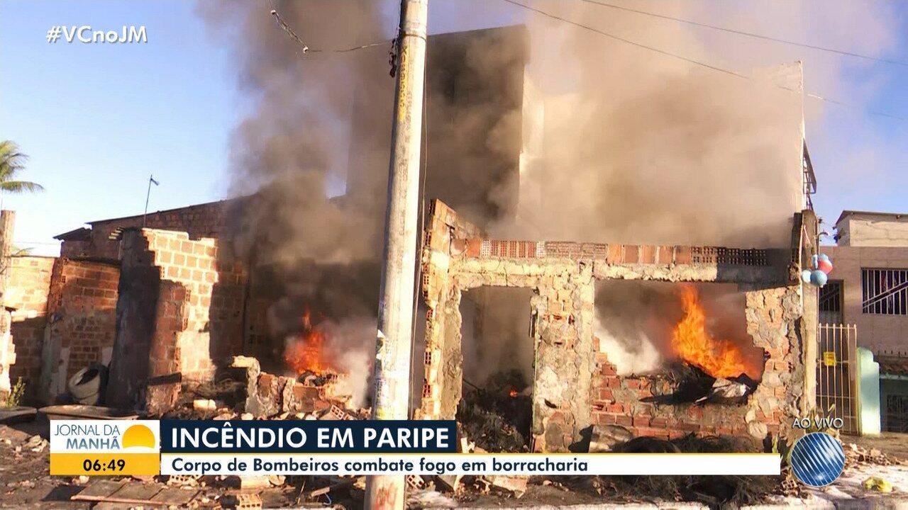 Incêndio atinge borracharia na Estrada Velha de Paripe, em Salvador