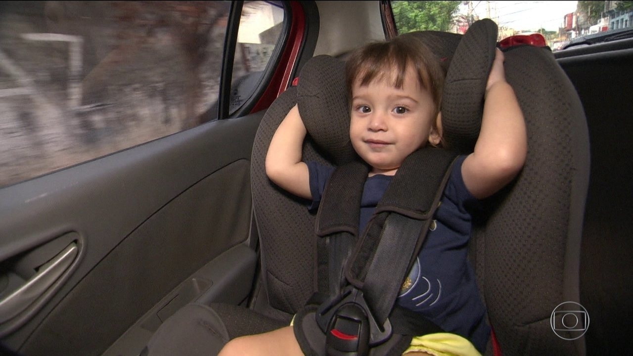 Motorista com criança sem cadeirinha não terá multa, mas perde pontos