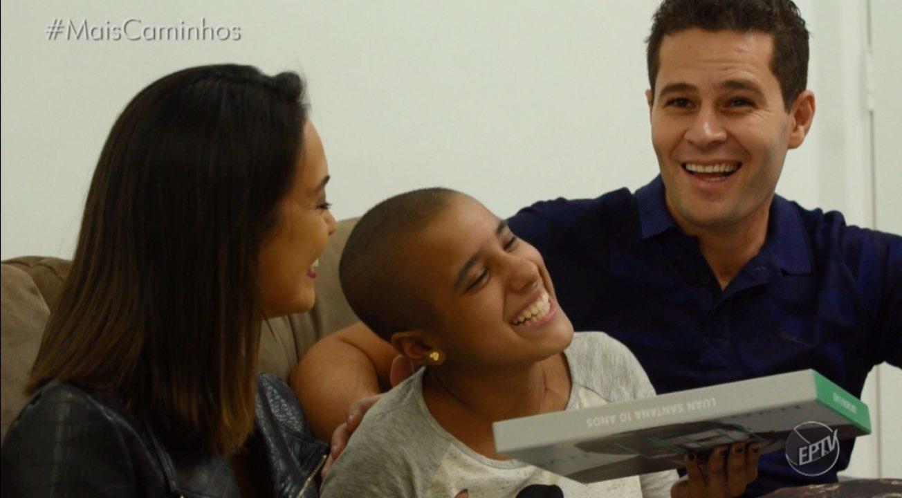 Cris Ikeda e Pedro Leonardo conhecem fã de Luan Santana