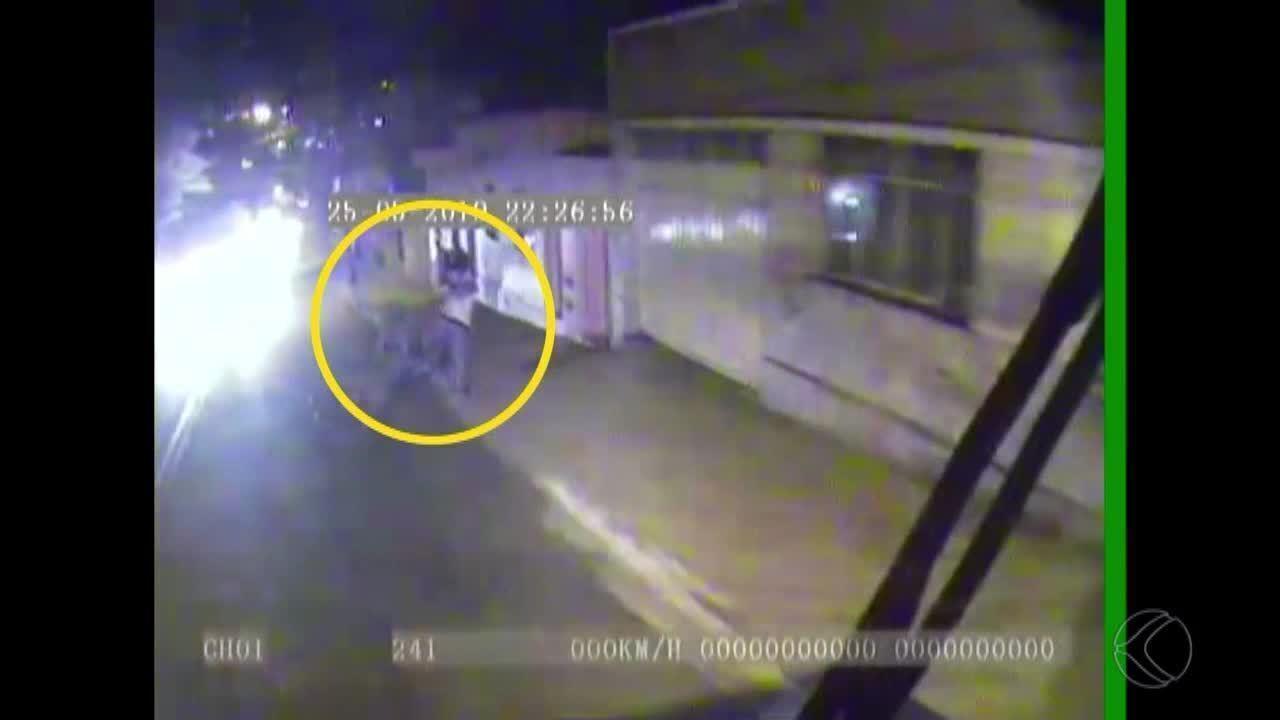 Identificados suspeitos de morte de homem que foi empurrado na frente de ônibus em MG