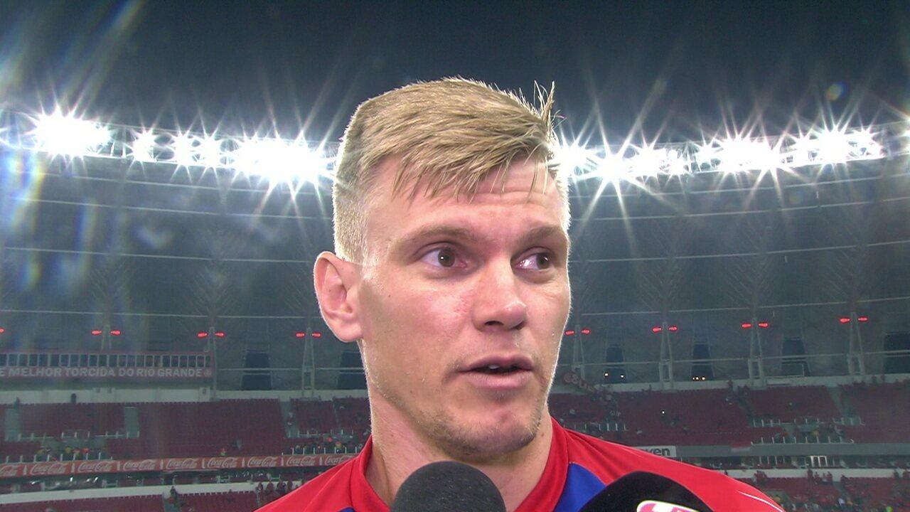 Douglas lamenta falha e derrota na partida