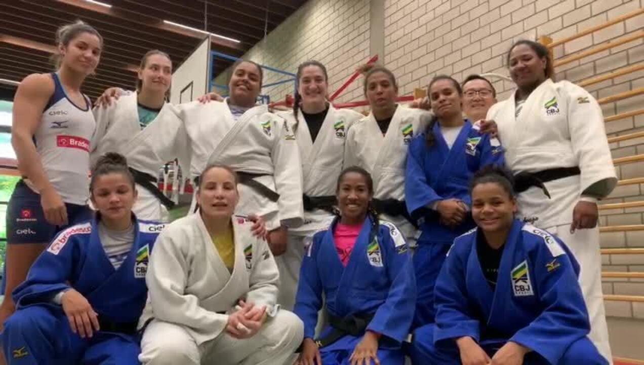 Seleção feminina de Judô na torcida pela Seleção feminina de futebol