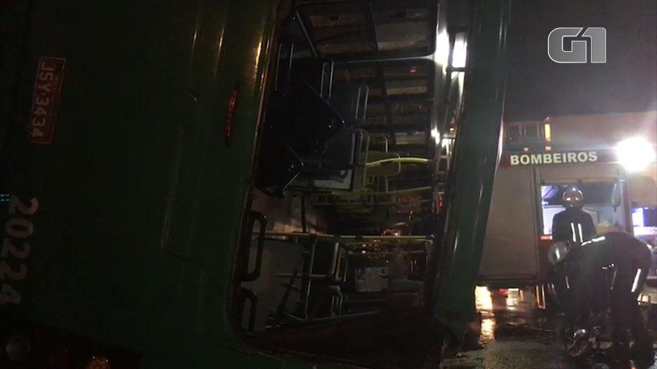 Acidente aconteceu no Acesso Norte, na noite de quinta-feira (13)
