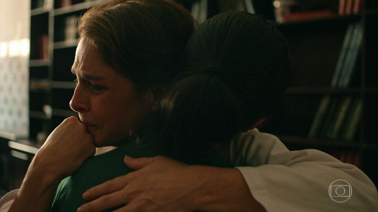 Vera revela seu passado para Carolina