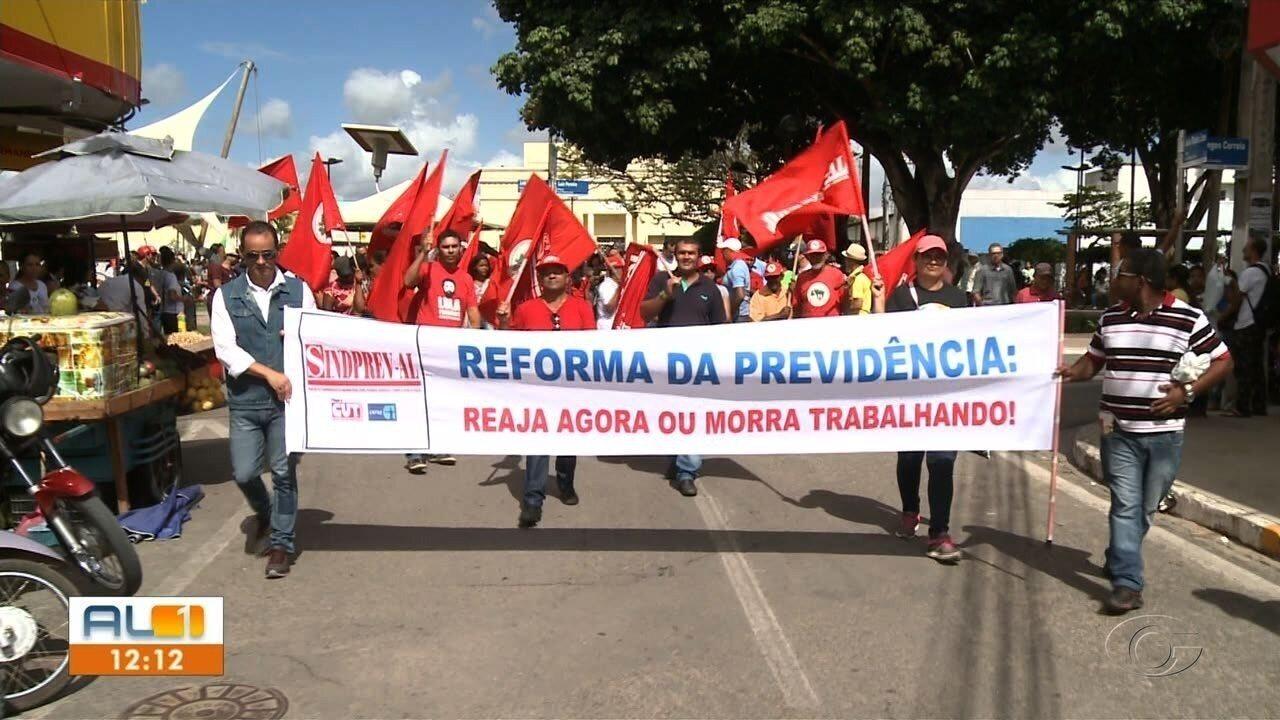 Protesto contra a Reforma da Previdência e cortes na educação mobiliza Arapiraca