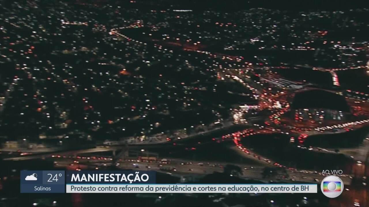 Belo Horizonte tem dia de protestos contra cortes do governo na educação e reformas