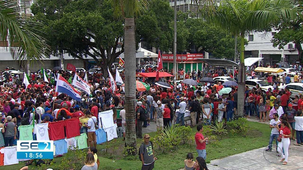 Ato contra a Reforma da Previdência e cortes na educação reuniu manifestantes em Aracaju