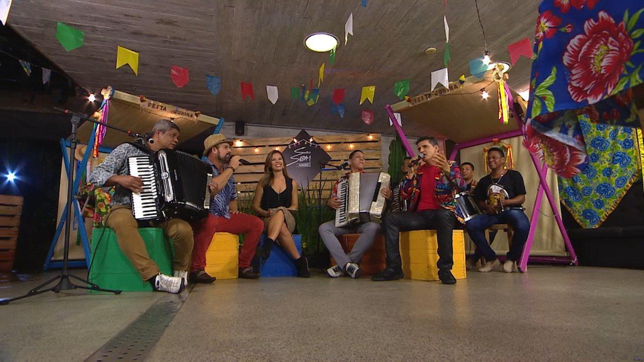 Artistas falam quais coisas combinam com o São João; eles cantam 'Isso Aqui Tá Bom Demais'
