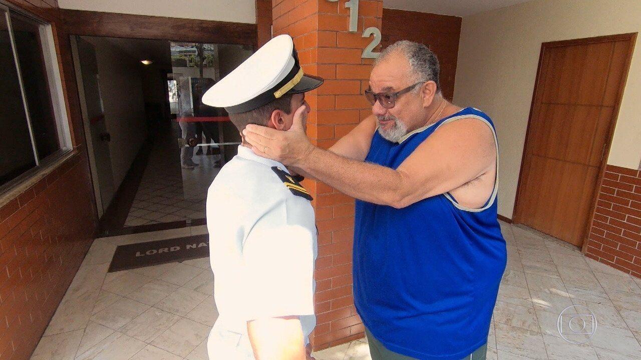 Missionários da Marinha voltam para casa e surpreendem familiares