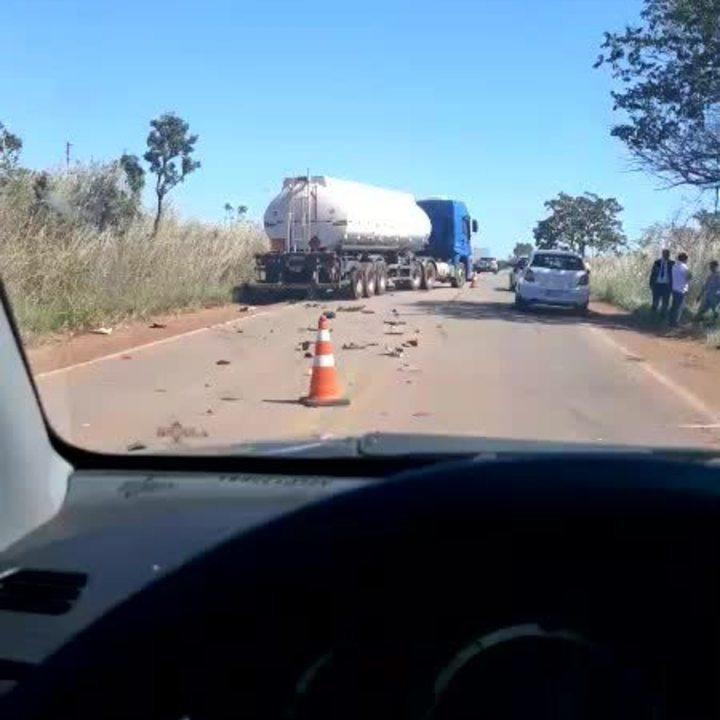 Acidente envolveu dois caminhões e um carro na TO-080