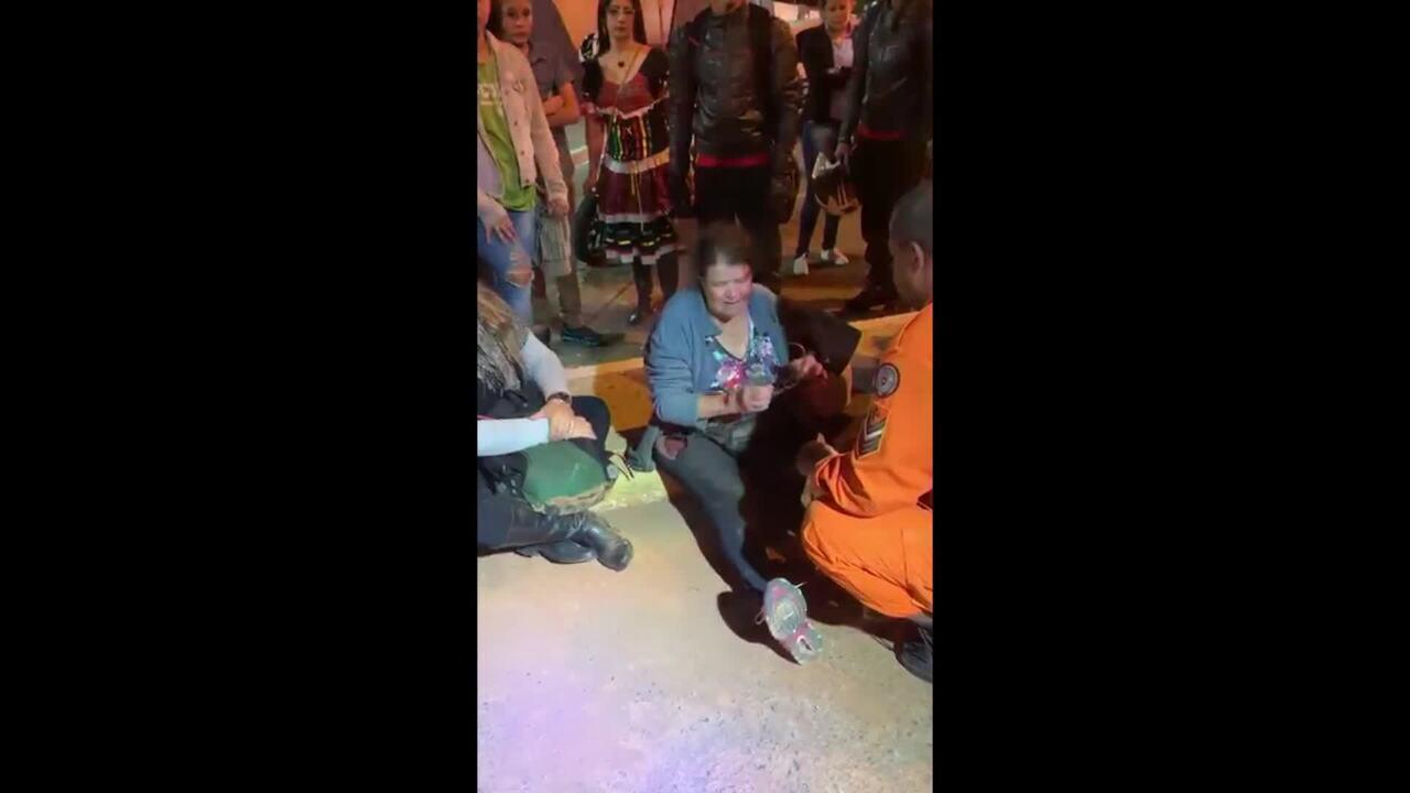 Vendedora de balões de 63 anos é arrastada por carro, no DF, ao negar produto de graça
