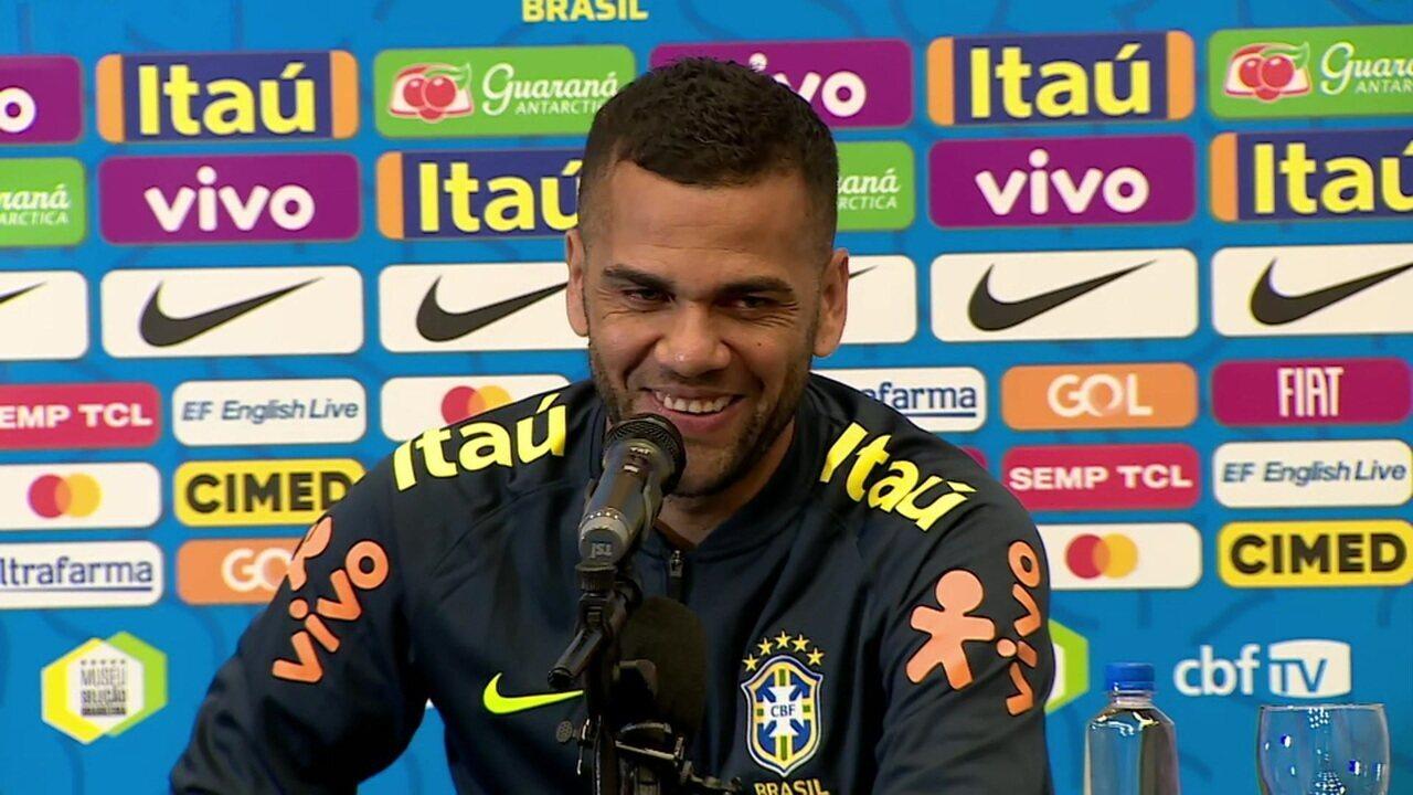 Daniel Alves revela ser são-paulino e diz que não cogita retorno ao Brasil