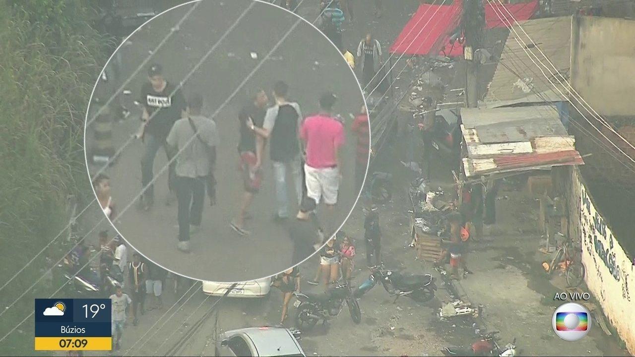 COP flagra homens armados com fuzis na saída de baile funk no Chapadão