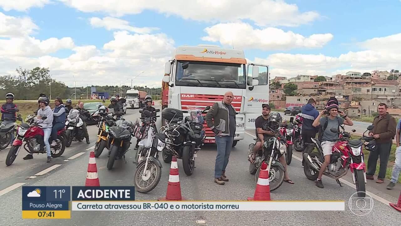 Carreta atravessa BR-040, em Ribeirão das Neves, na Grande BH, e motorista morre
