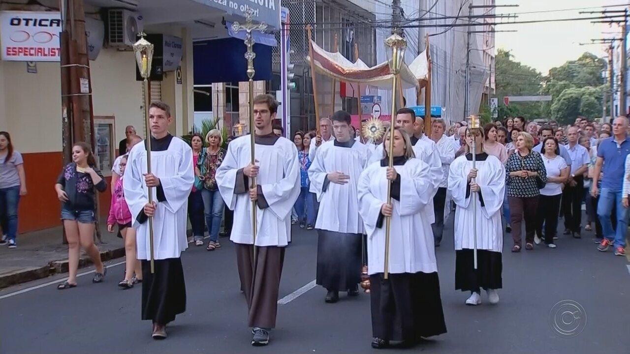 Católicos celebram dia de Corpus Christi na região noroeste paulista