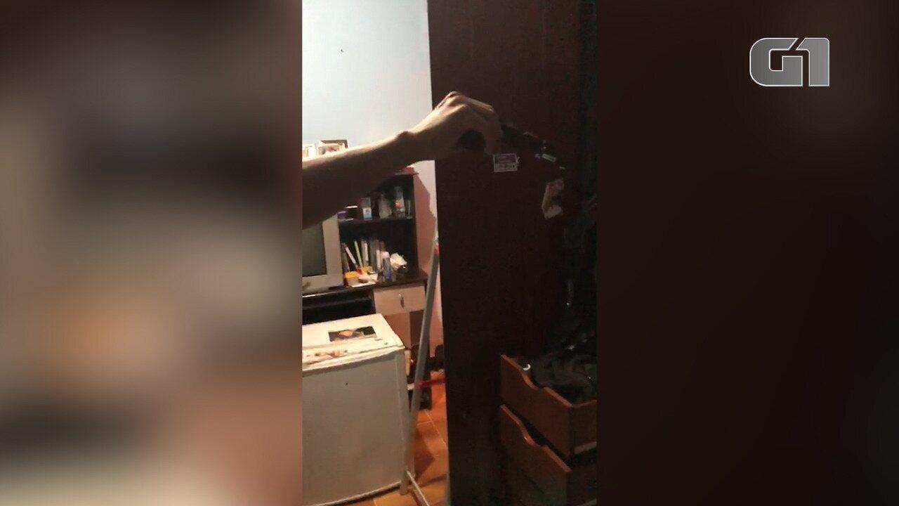 Imagens mostram momento em que polícia descobre arma na casa da deputada Flordelis