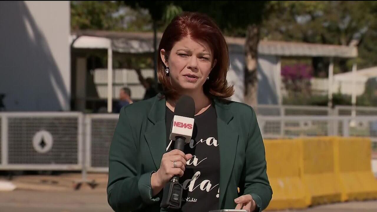 Bolsonaro critica projeto de lei: 'Querem me deixar como Rainha da Inglaterra?'