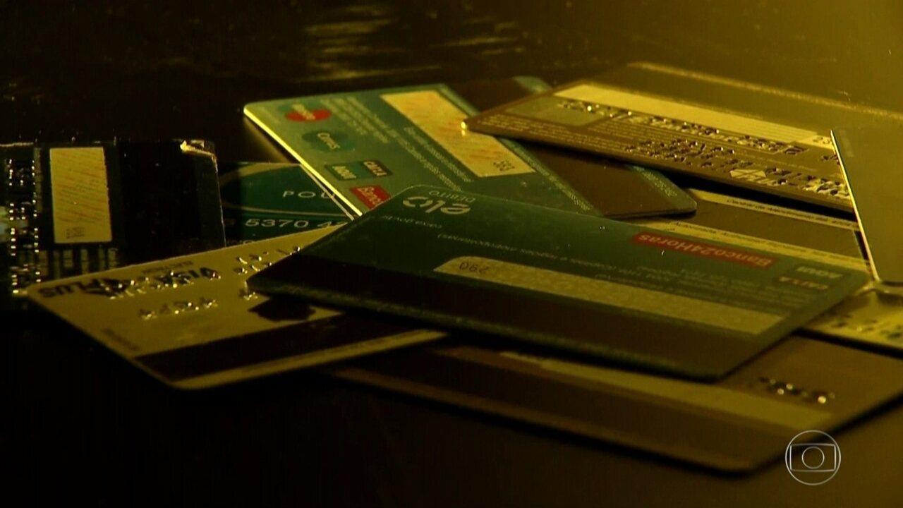 Resultado de imagem para Polícia prende quadrilha que aplicava golpes em clientes de cartões de crédito