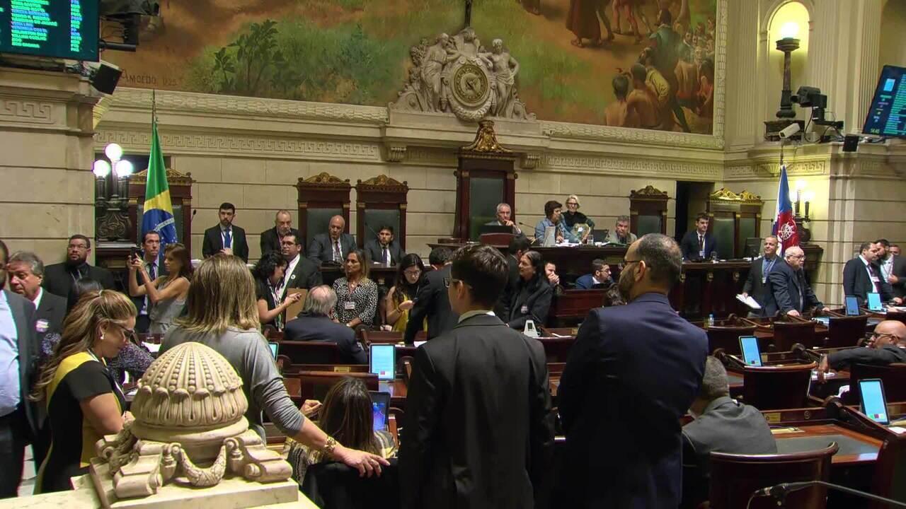 Vereadores rejeitam impeachment do prefeito Marcelo Crivella
