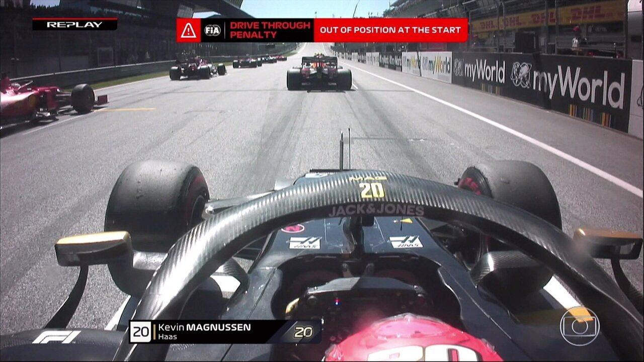 Magnussen sofre punição por largar fora de posição