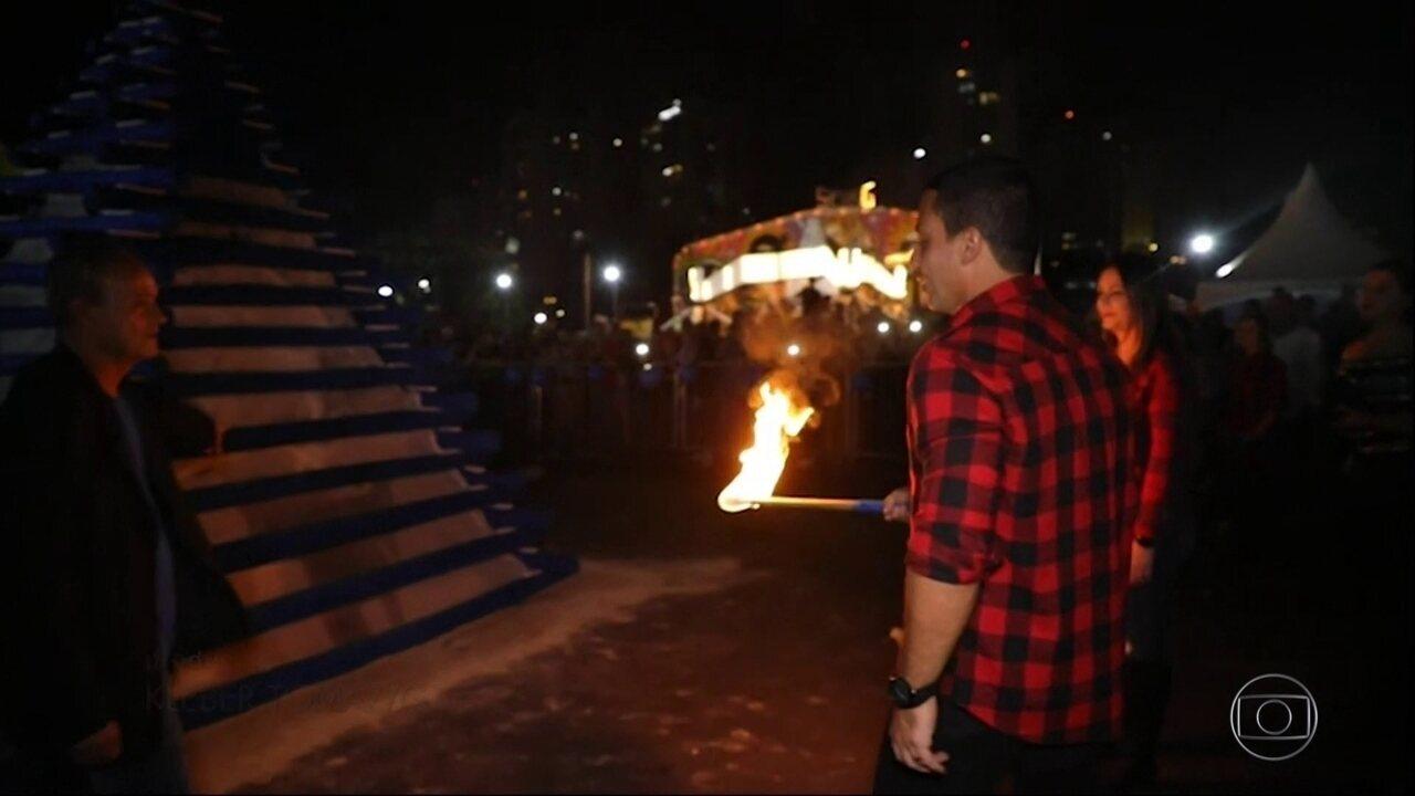 Novas imagens mostram momento em que prefeito de Osasco acende fogueira e ela explode