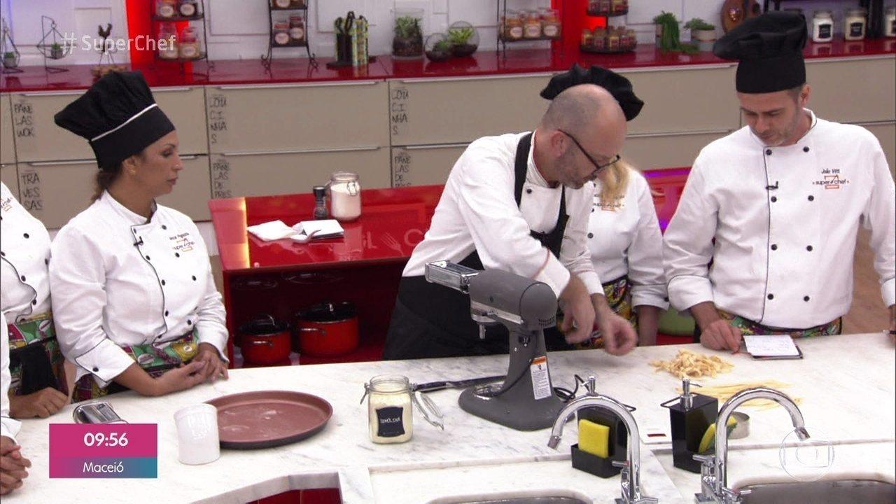 Participantes do 'Super Chef Celebridades' aprenderam também a fazer fettuccini