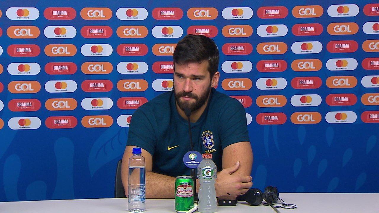 """Alisson sobre possível duelo particular com Messi: """" Merece um tipo de atenção, mas me preparo para jogar contra a seleção da Argentina"""""""