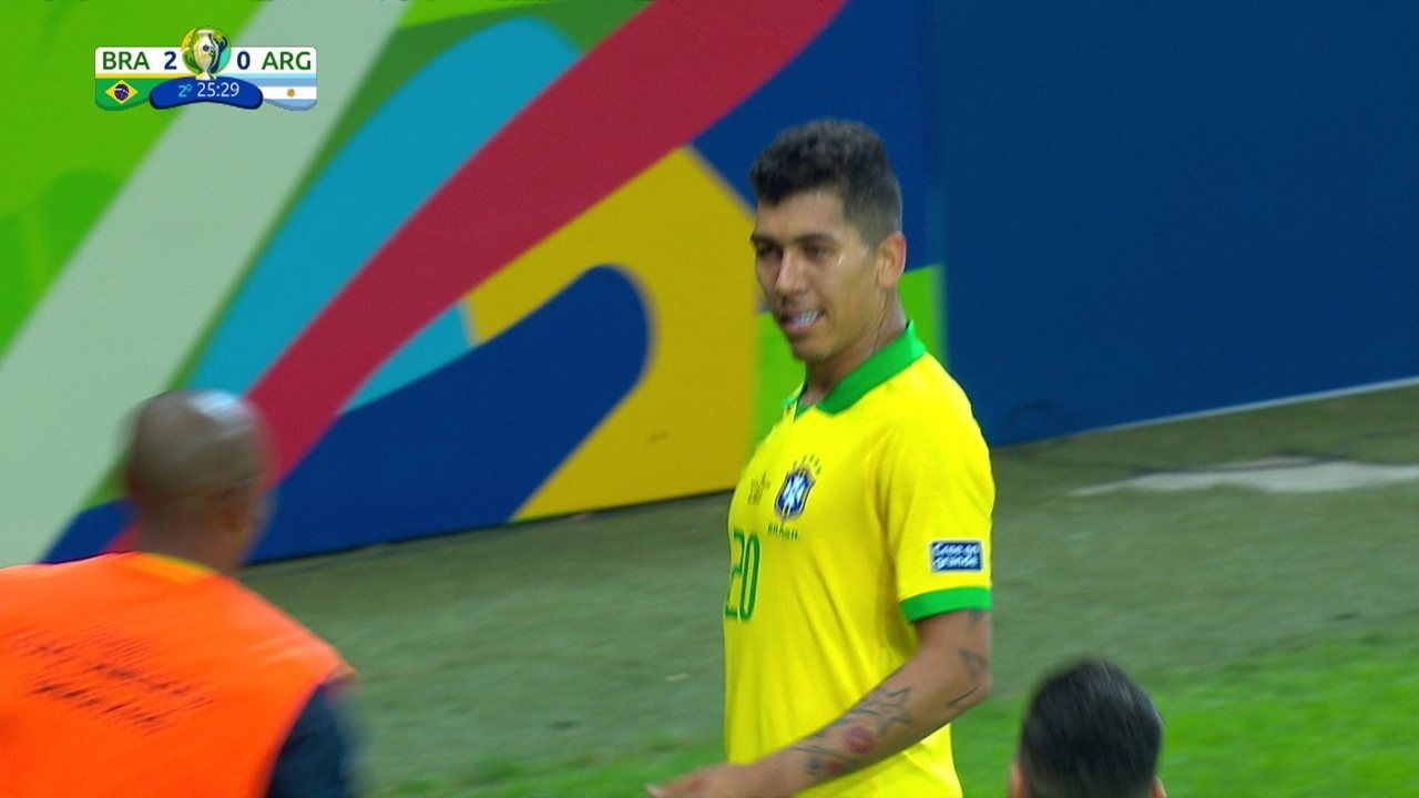 Firmino completa para as redes contra a Argentina. O segundo gol dele na Copa América