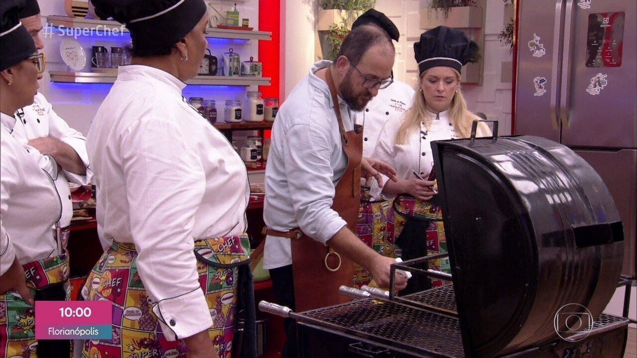 Frutas também podem ser feitas na brasa, como mostrou o chef Marcos Livi