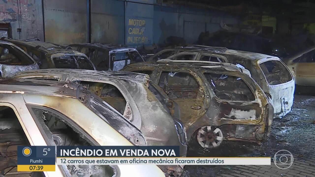 Carros pegam fogo em oficina mecânica de Belo Horizonte