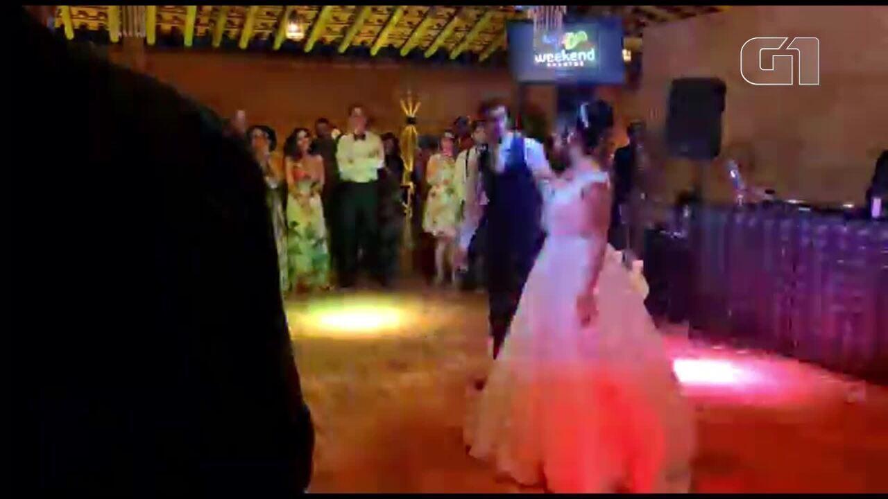 Noiva dança Sandy e Junior em casamento no DF