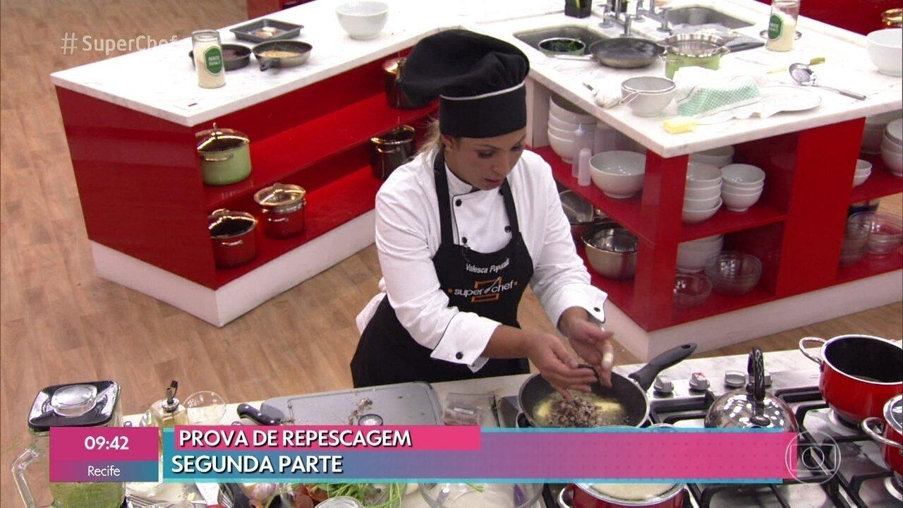 Carol Nakamura, Valesca Popozuda e Xande de Pilares entregam pratos na repescagem