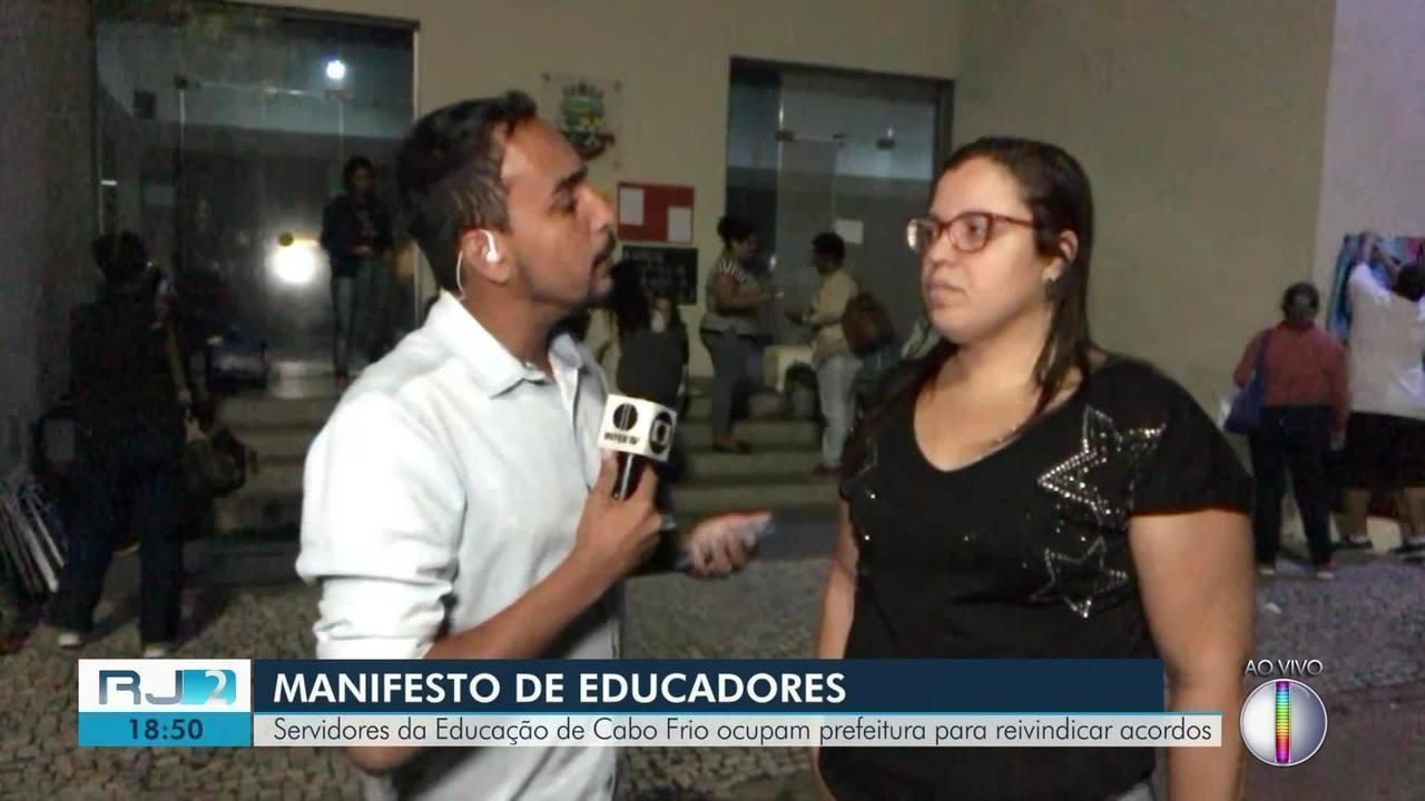 Servidores da Educação de Cabo Frio desocupam a prefeitura após permanecerem 24h no prédio