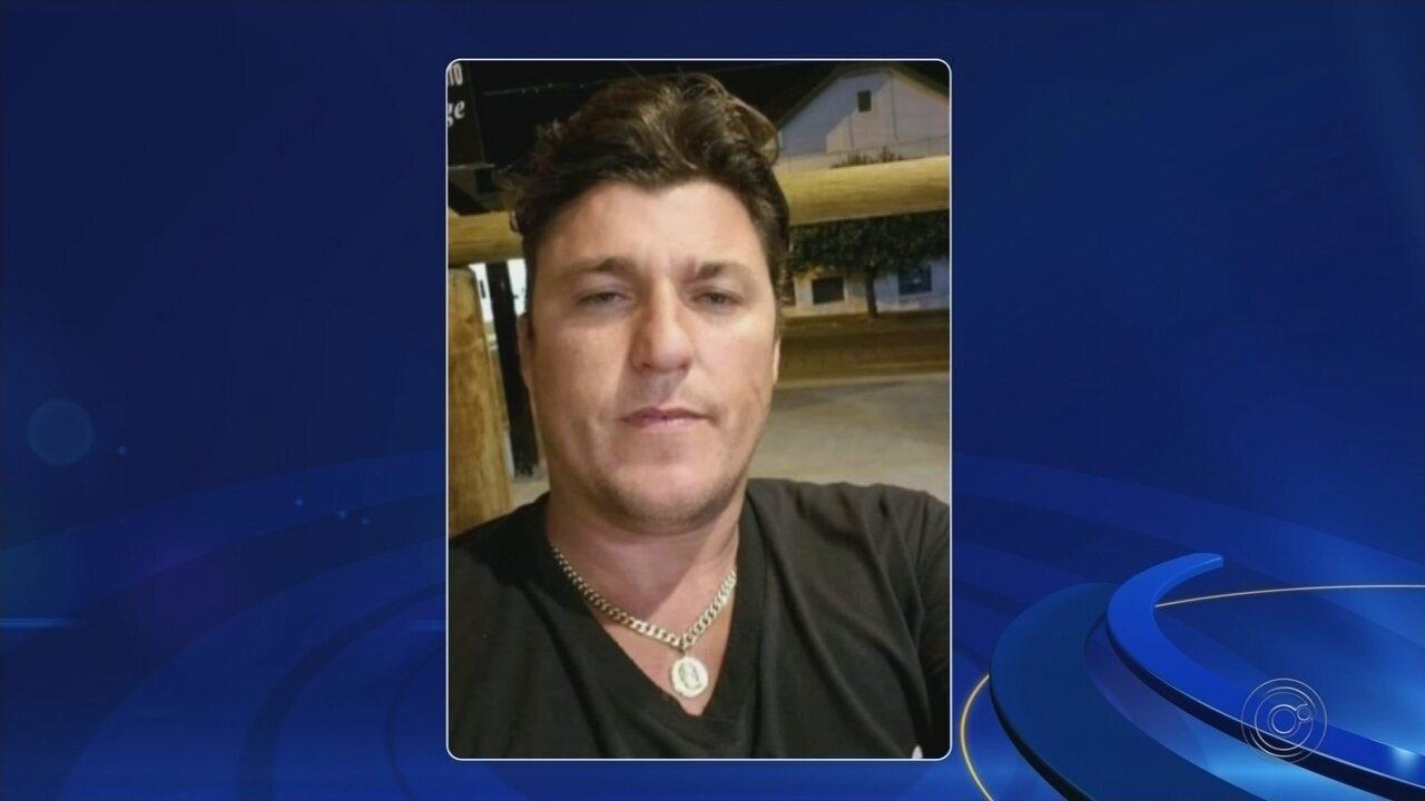 Homem é morto a tiros na frente da mulher e dos filhos após se recusar a entregar corrente