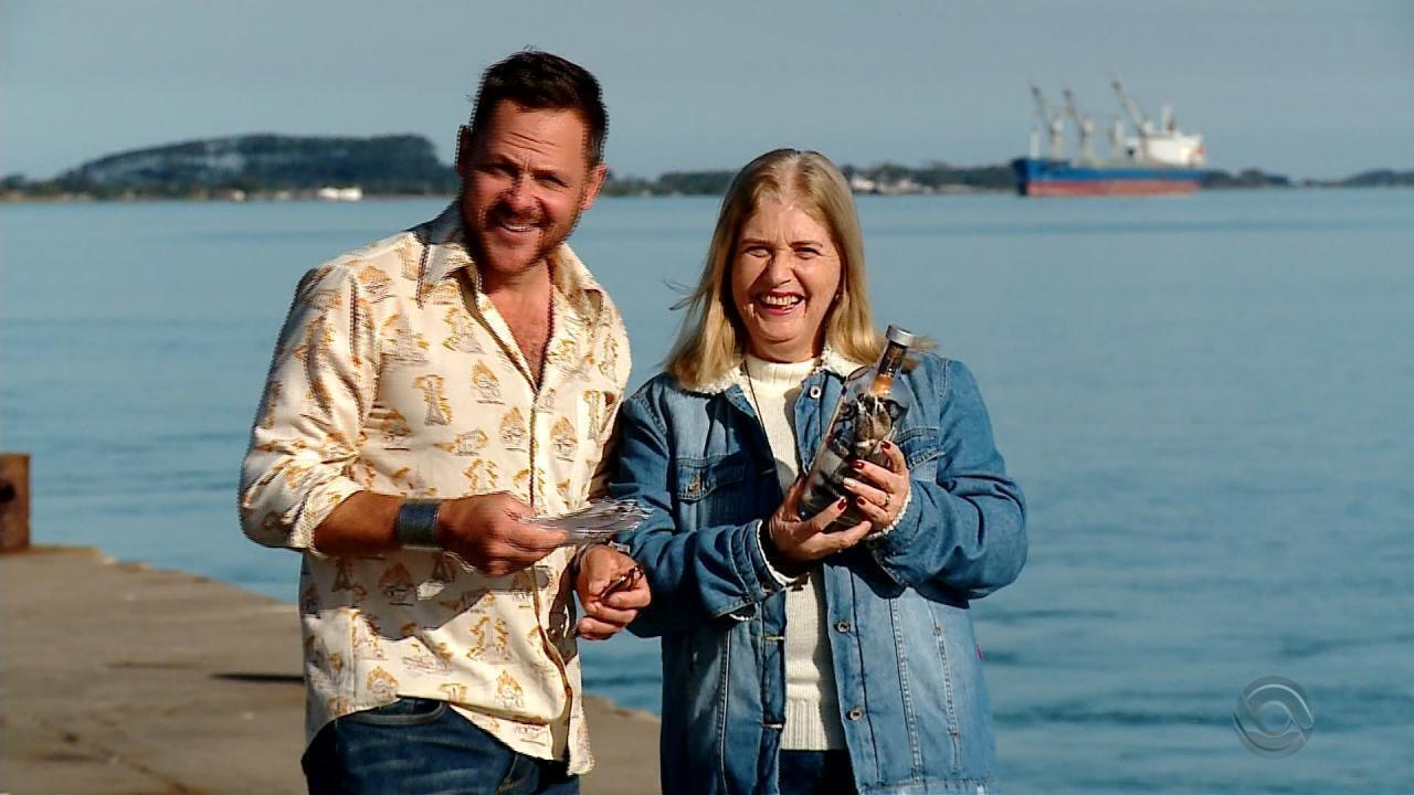 Gaúcha encontra garrafa jogada ao mar que atravessou o Oceano Atlântico