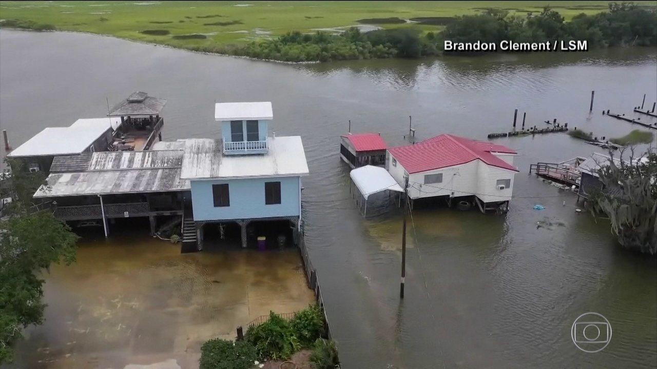 Tempestade tropical Barry se transforma em furacão