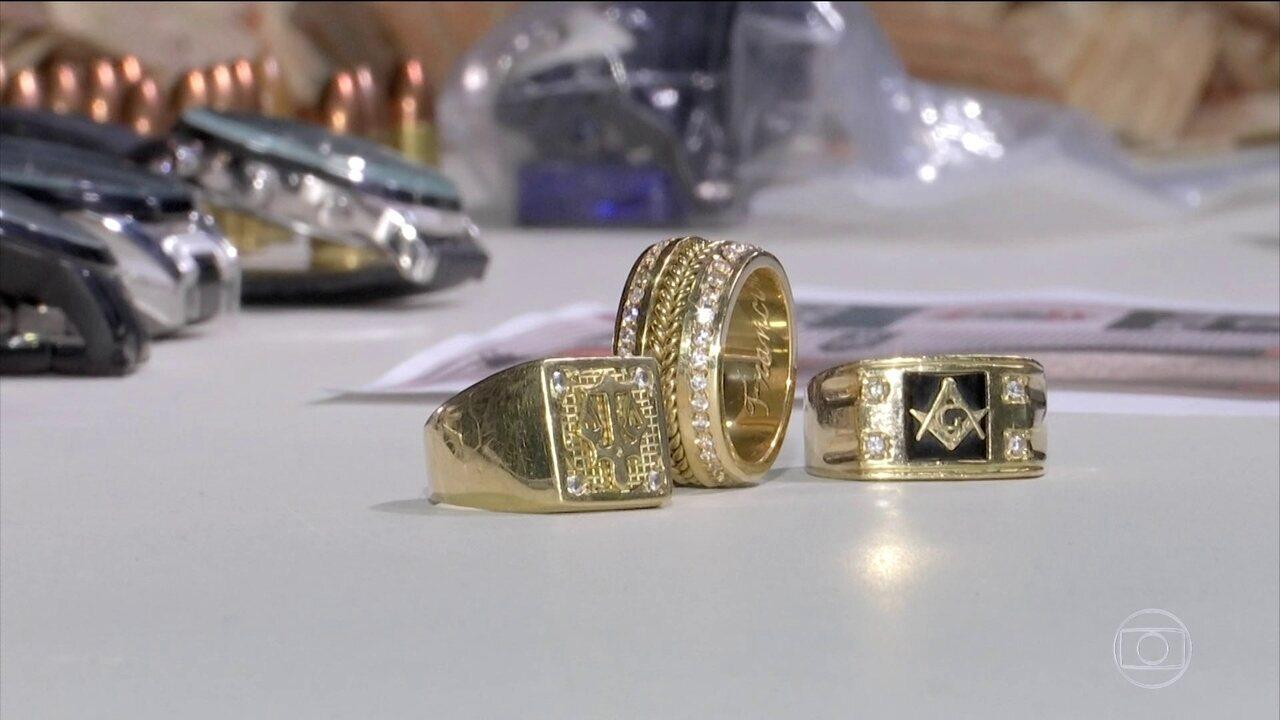 Apreensão de anéis de ouro leva polícia do CE aos chefes de uma quadrilha de traficantes