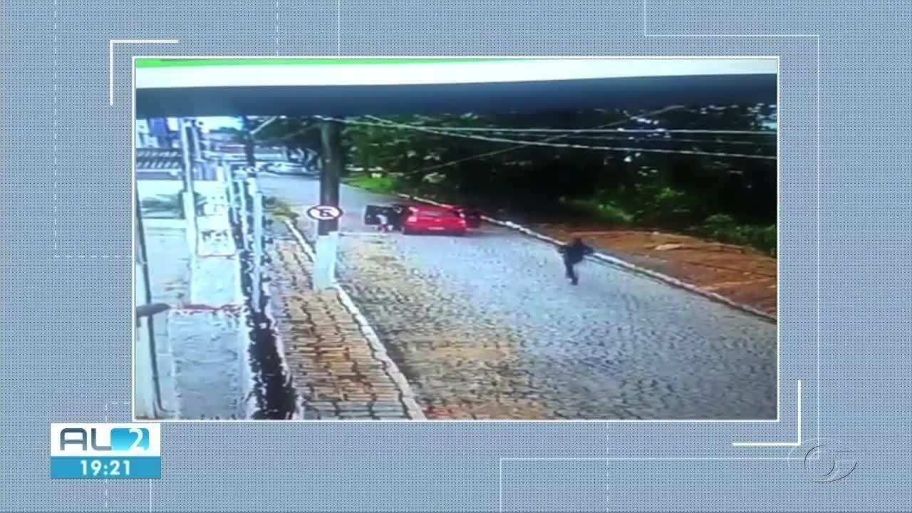 Duas pesssoas são presas após um sequestro relâmpago em Maceió