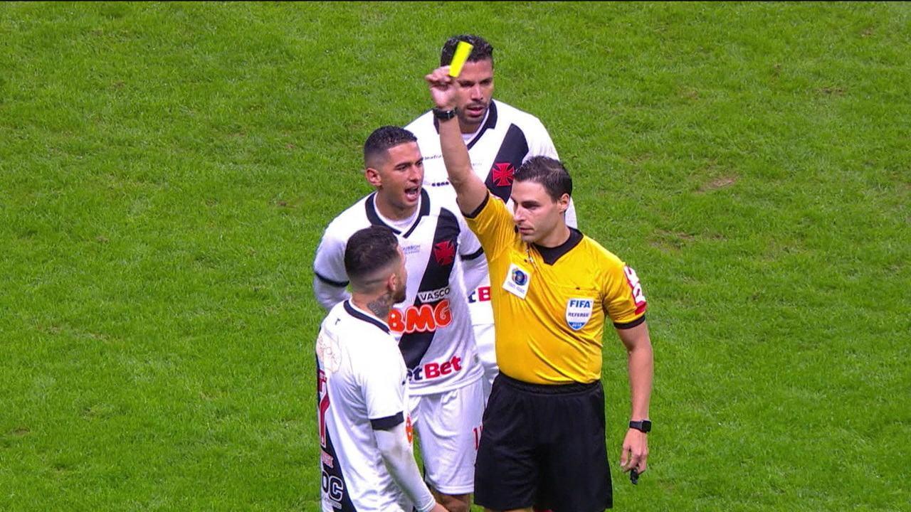 VAR rouba a cena no jogo de Vasco x Grêmio
