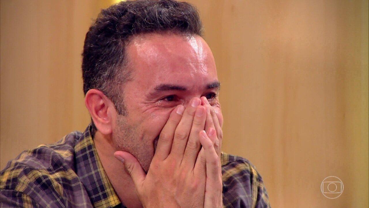 Marco Luque se emociona com homenagem feita pelo programa