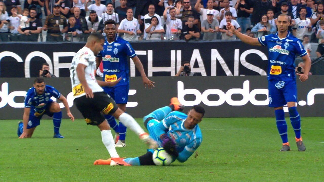 Corinthians pressiona em busca do primeiro gol aos 7 do 2º tempo
