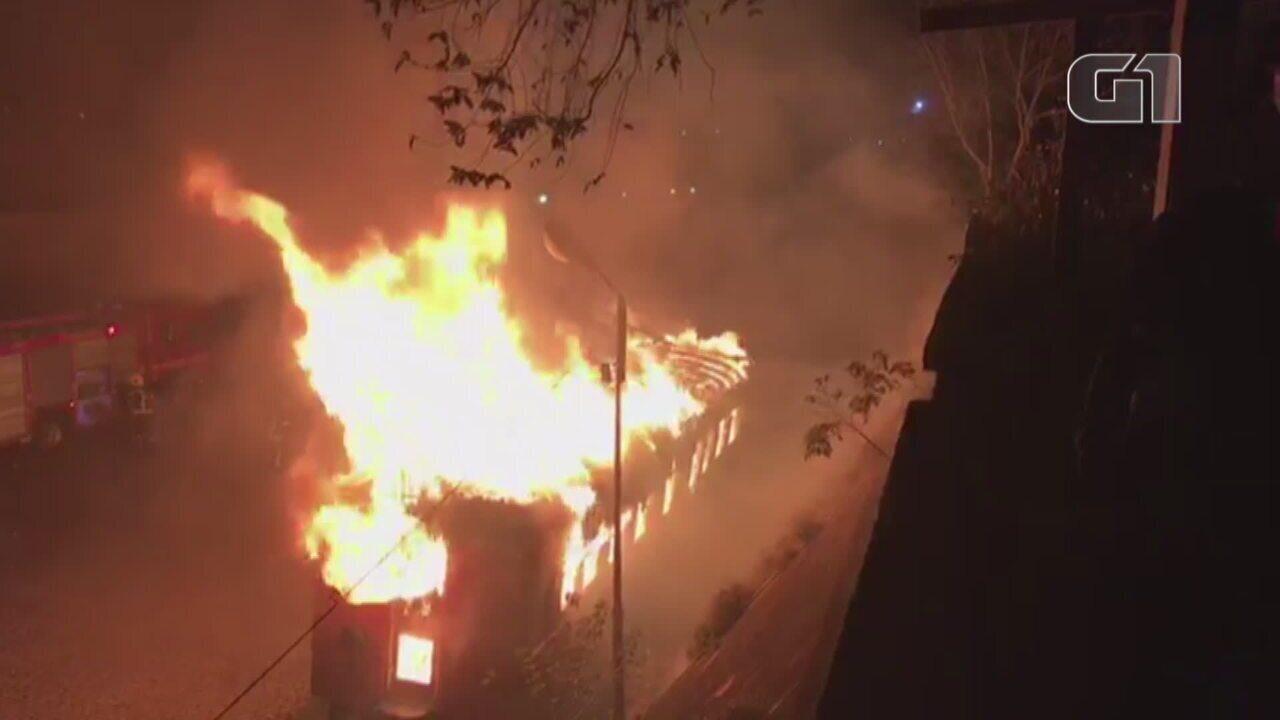 Vagão histórico pega fogo na Estação Férrea de Santa Maria