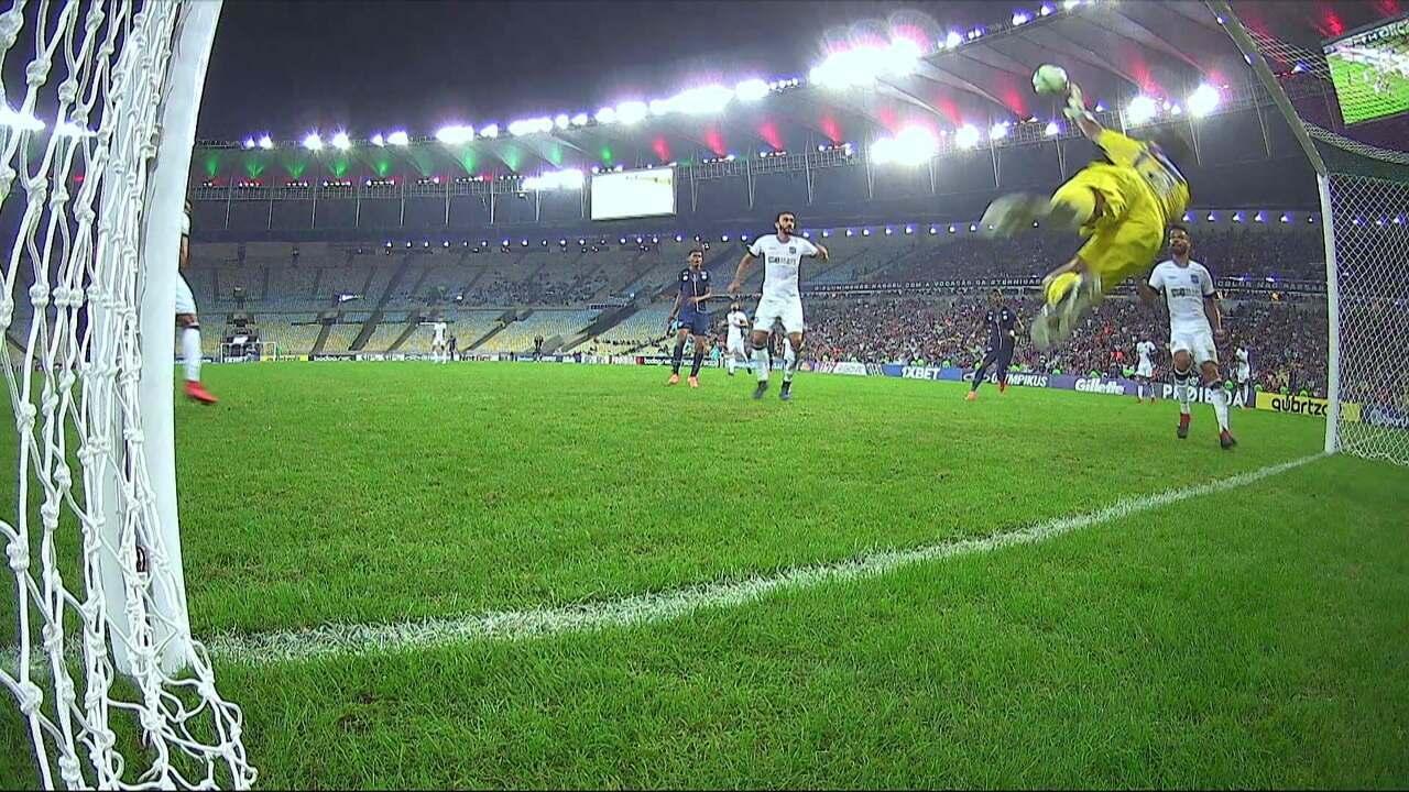 Que defesa! Diogo Silva opera milagre em cabeçada de Pedro aos 42 do 2º tempo
