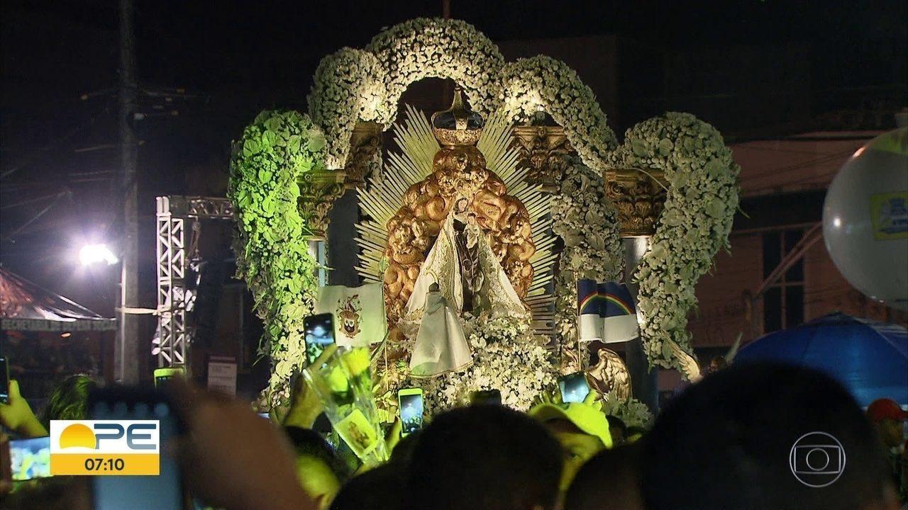 Fieis homenageiam Nossa Senhora do Carmo com shows, missas e procissão no Recife