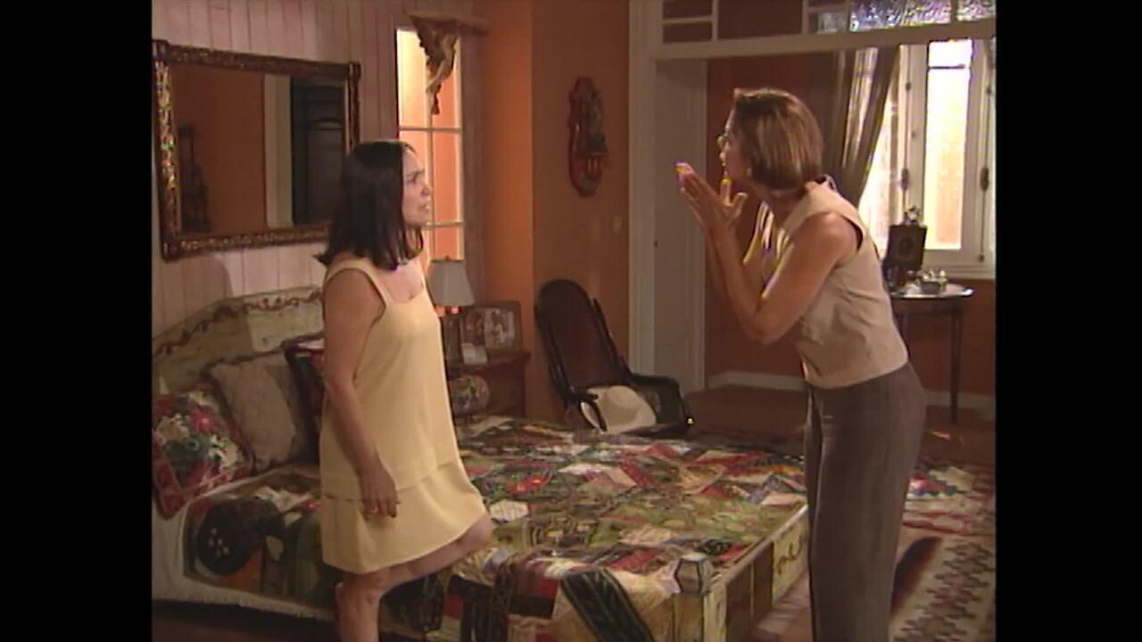 Virgínia briga com Helena em 'Por Amor'
