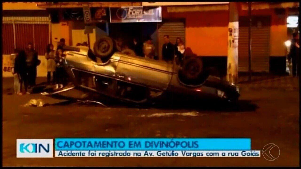 Veículo capotou após colisão em Divinópolis